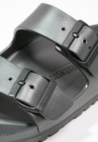 Birkenstock - ARIZONA  - Sandály do bazénu - metallic anthracite - 6