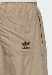 adidas Originals - BIG TREFOIL COLORBLOCK WOVEN TRACKSUIT BOTTOMS - Tracksuit bottoms - brown - 5