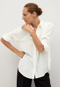 Mango - BASS - Button-down blouse - šedobílá - 0