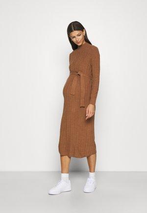 OLMNEW TESSA O-NECK DRESS - Stickad klänning - argan oil