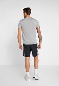 Nike Performance - Träningsshorts - black/smoke grey/white - 2