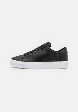 HOOK - Sneaker low - black/white
