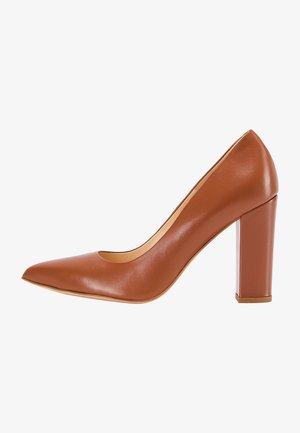 KLASSISCHER  - Platform heels - cognac