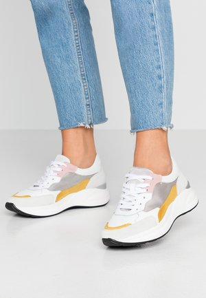 LEATHER SNEAKERS - Sneaker low - white