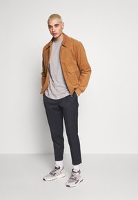 adidas Originals - ESSENTIAL TEE UNISEX - Basic T-shirt - mottled grey - 1