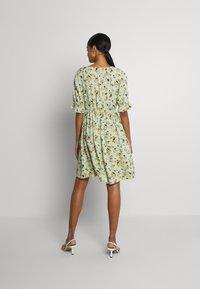 Pieces - PCCARLA DRESS - Kjole - pastel green - 2