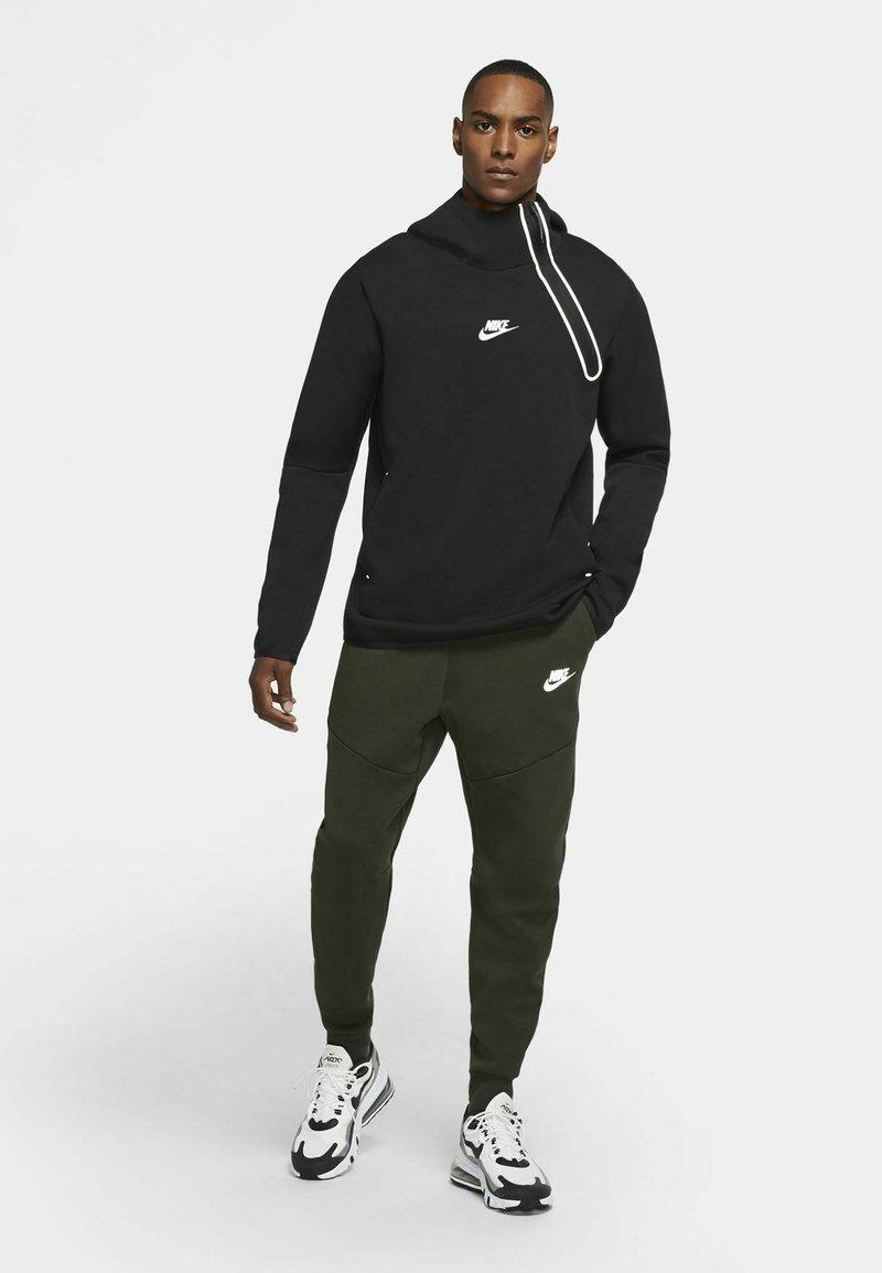 Nike Sportswear - Tracksuit bottoms - sequoia/black