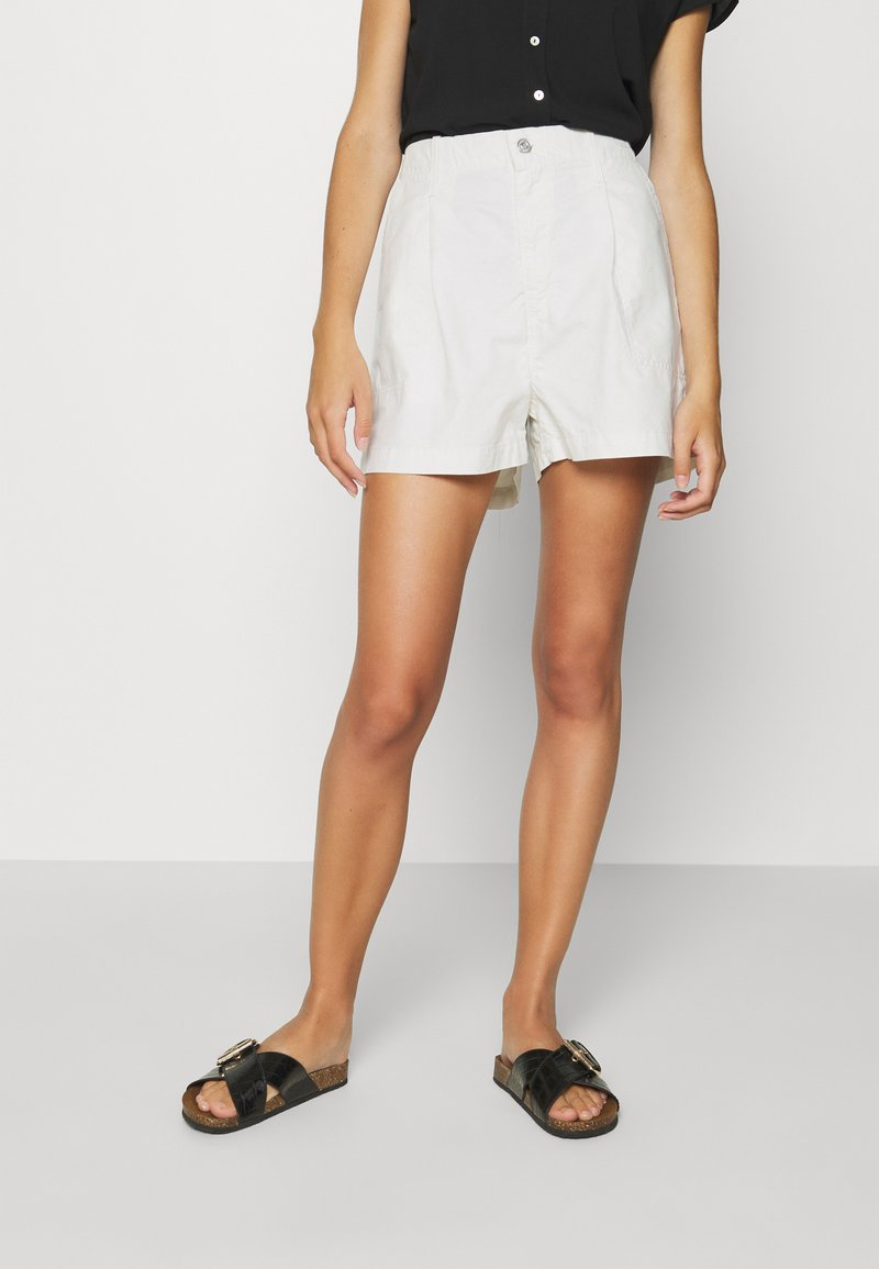 Levi's® - PLEATED UTILITY - Shorts - crisp tofu