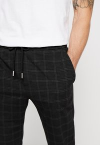 Only & Sons - ONSLINUS PANT  - Trousers - black - 5