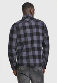 Brandit - HERREN CHECKSHIRT - Camicia - black/charcoal - 2