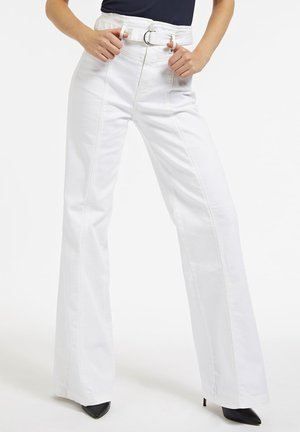 COUPE  - Flared Jeans - blanc
