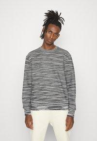 Missoni - CREWNECK  - Sweatshirt - felpa fiammata nero bianco - 0