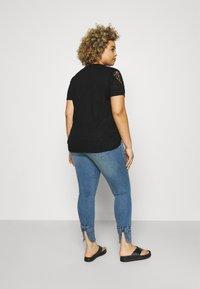 Zizzi - JABIA CROPPED - Jeans Skinny Fit - blue denim - 2