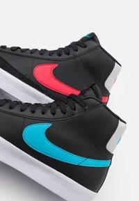 Nike Sportswear - BLAZER MID - Zapatillas altas - black/fusion red/light blue fury/grey fog - 5