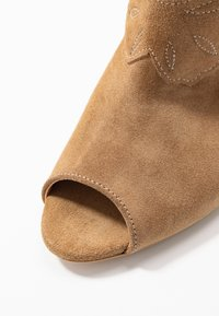 L37 - UNSTOPPABLE - Ankle boots - brown - 2
