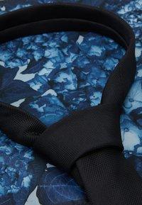 Burton Menswear London - TIE PRINT HANKIE SET - Slips - black - 3
