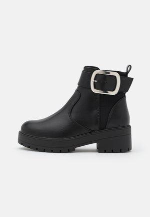 ONLBRANKA BUCKLE BOOT  - Kotníkové boty na platformě - black