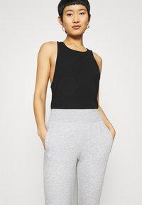 CALANDO - Pantalones deportivos - mottled light grey - 3