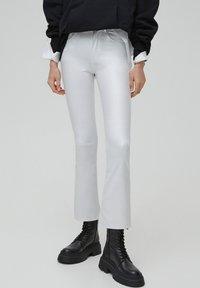 PULL&BEAR - Flared Jeans - white - 0