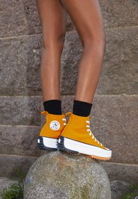 Converse - RUN STAR HIKE - Zapatillas altas - saffron yellow/white/black - 4