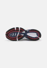 ASICS SportStyle - GEL-1090 UNISEX - Sneakers basse - glacier grey/pure silver - 4