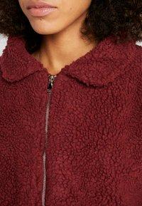 Onzie - TEDDY JACKET - Outdoor jacket - burgundy - 4