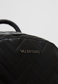 Valentino by Mario Valentino - NUTRIA EMBOSSED BACKPACK - Rucksack - nero - 5
