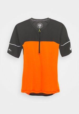 FUJITRAIL - Camiseta estampada - marigold orange