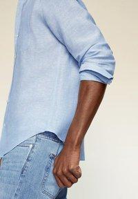 Mango - SLIM FIT  - Shirt - hemelsblauw - 4