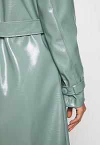 Missguided - TEXTURED TRENCH - Trenchcoat - green - 4