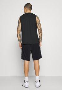 Nike Sportswear - REPEAT - Shorts - black/white - 2