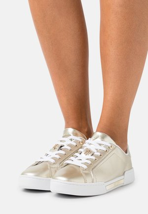 METALLIC ELEVATED  - Sneakers laag - light gold