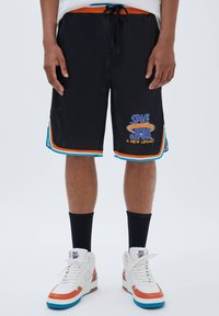 PULL&BEAR - BASKETBALL  SPACE JAM - Sports shorts - mottled black - 0