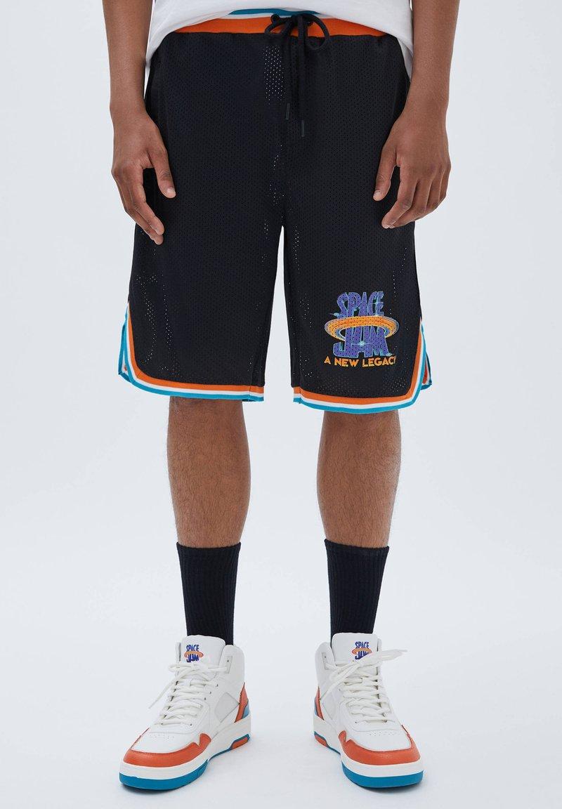 PULL&BEAR - BASKETBALL  SPACE JAM - Sports shorts - mottled black