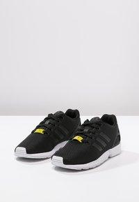 adidas Originals - ZX FLUX - Trainers - black - 2