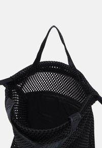 Nike Sportswear - ESSENTIALS UNISEX - Batoh - black/grey - 2