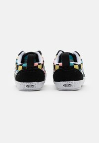 Vans - OLD SKOOL CRIB UNISEX - First shoes - black/multicolor - 2