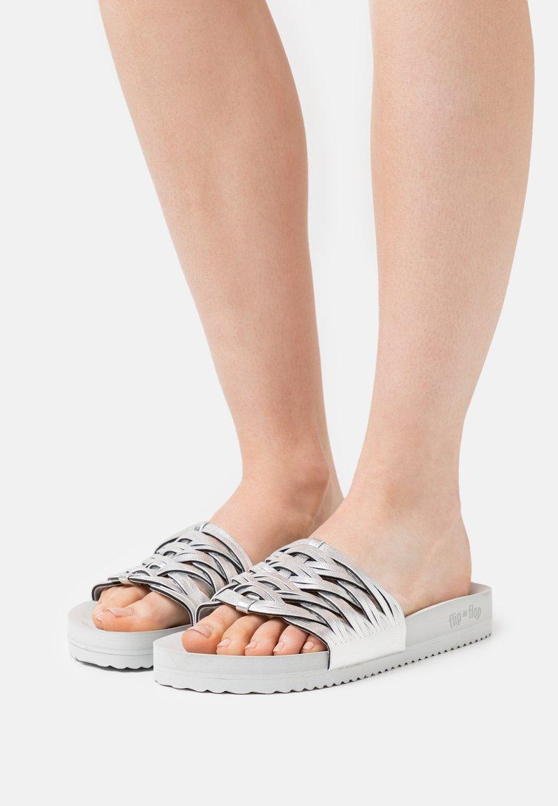 flip*flop - POOL BRAID - Muiltjes - light grey/silver