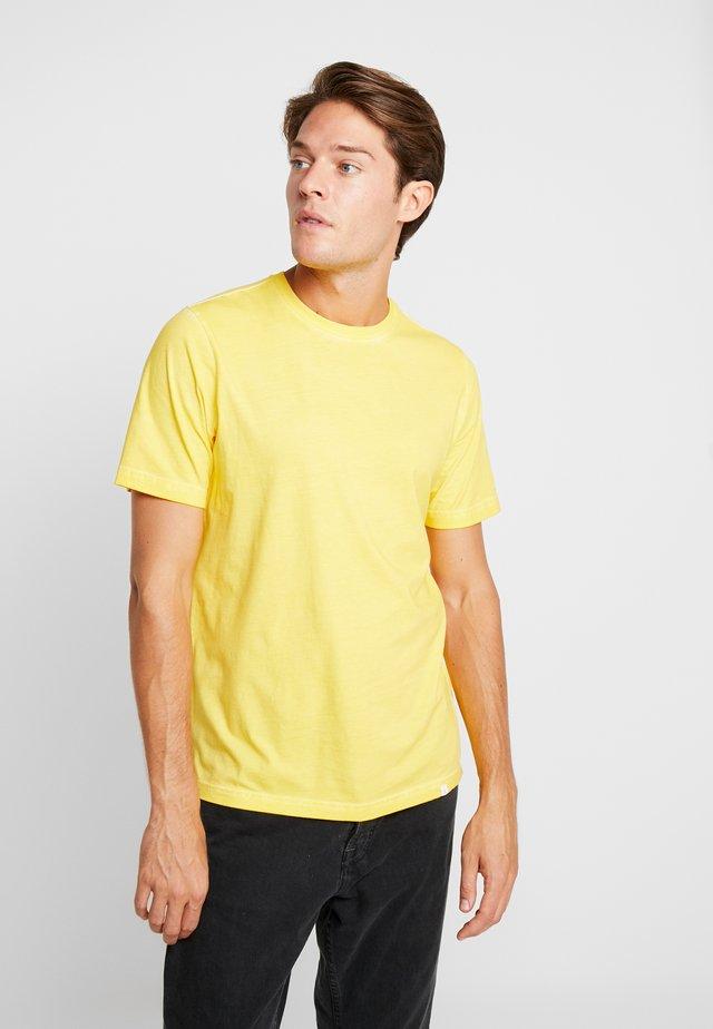 PEDRO TEE - T-shirt basic - kuyellow