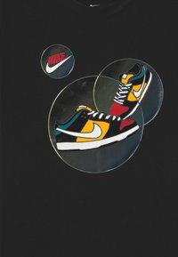 Nike Sportswear - DUNK BUBBLE UNISEX - T-shirt print - black - 2