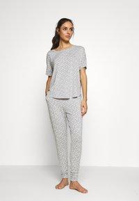 Hunkemöller - LOOSEFIT EYES - Pyjama top - warm grey melee - 1