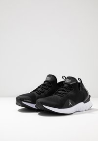 Jordan - REACT ASSASSIN - Basketbalové boty - black/metallic silver/white - 2