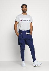 Tommy Hilfiger - COLOURBLOCK LOGO - Print T-shirt - grey - 1