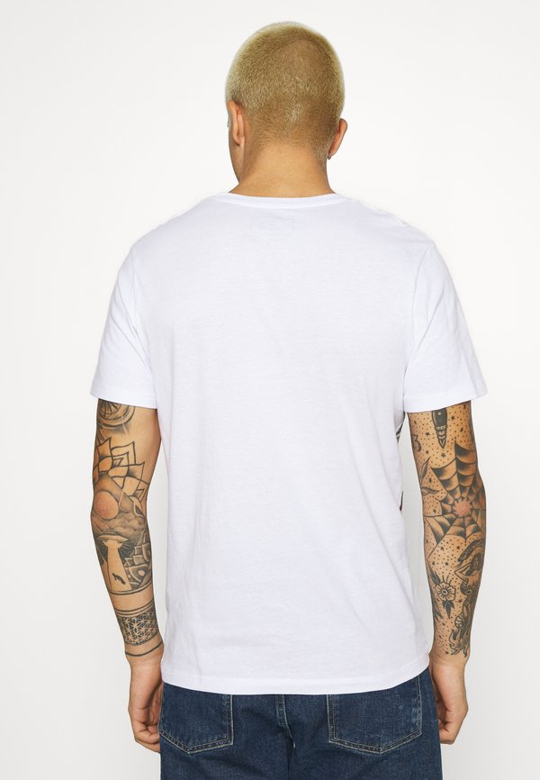 Jack & Jones JCOMUGHLAI TEE CREW NECK - T-shirt z nadrukiem - white/biały Odzież Męska AGZG