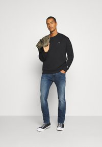 Tommy Jeans - CLASSICS CREW - Sweatshirt - black - 1