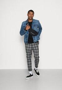 Calvin Klein Jeans - FOUNDATION SLIM JACKET - Veste en jean - mid blue - 1