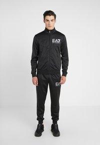 EA7 Emporio Armani - TRACKSUIT - Tracksuit - black - 0