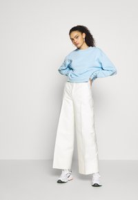 Weekday - HUGE CROPPED - Bluza - light blue - 1