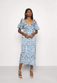 Never Fully Dressed - MARBLE PRINT COLD SHOULDER WRAP - Day dress - blue - 0