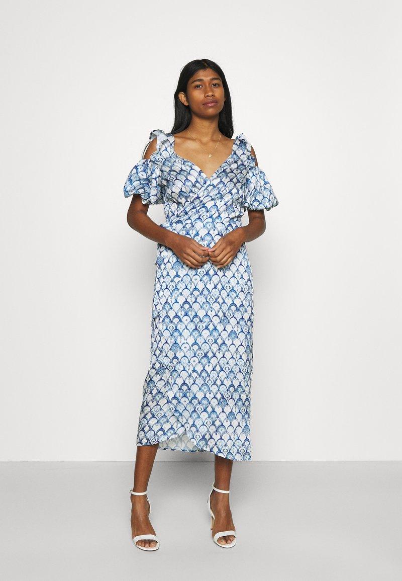 Never Fully Dressed - MARBLE PRINT COLD SHOULDER WRAP - Day dress - blue
